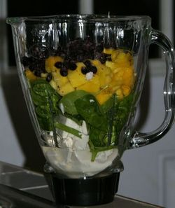 Smoothie-fruit-greens