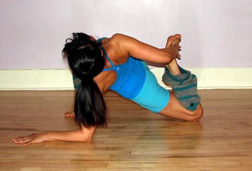lunge thigh stretch backbend 2